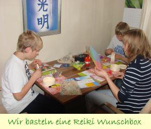Kinder basteln eine Reiki Wunschbox